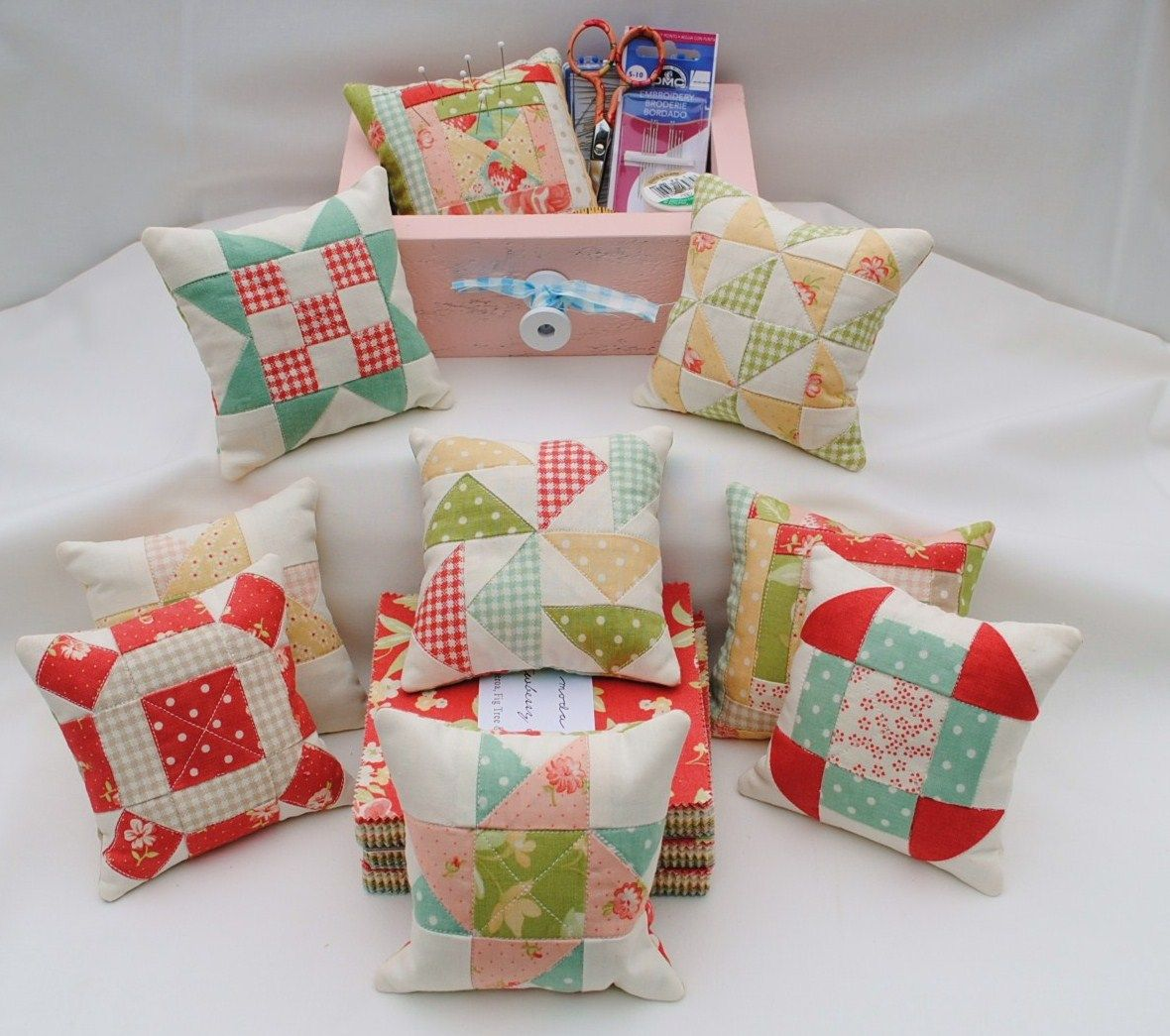 Piccoli Cuscini.Cuscini Piccoli Pincushion Fun Charm Quilt Pin Cushions