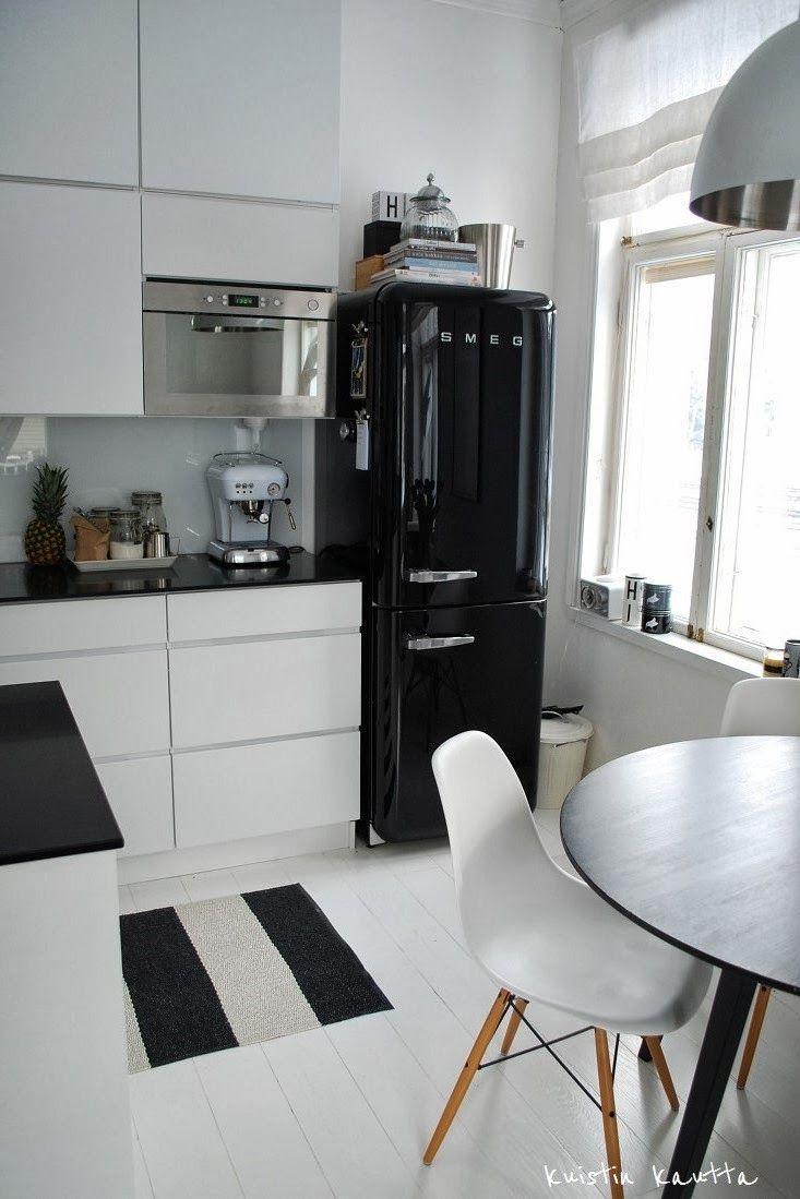 Mustavalkoinen Keittio Home Decor Kitchen Home Kitchens Chic Kitchen