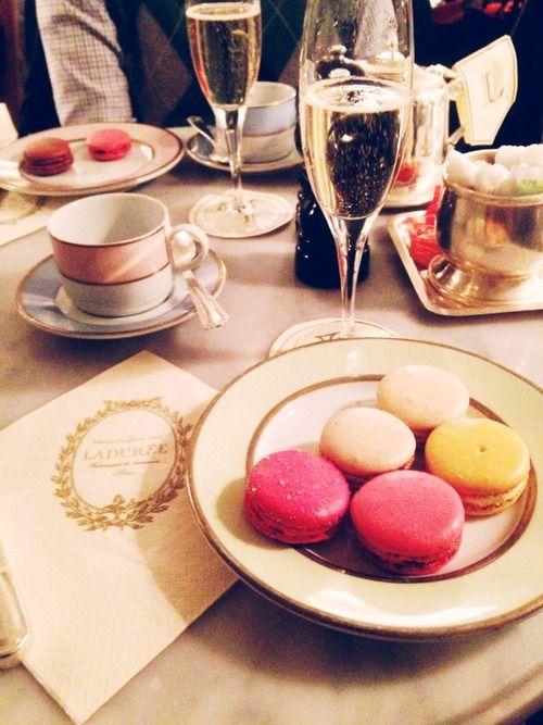 Champagne & macarons.