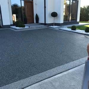 Resin Bound Gravel Gives The Earance Of Asphalt Wintergarten Hofeinfahrt Hauseingang Innenhof