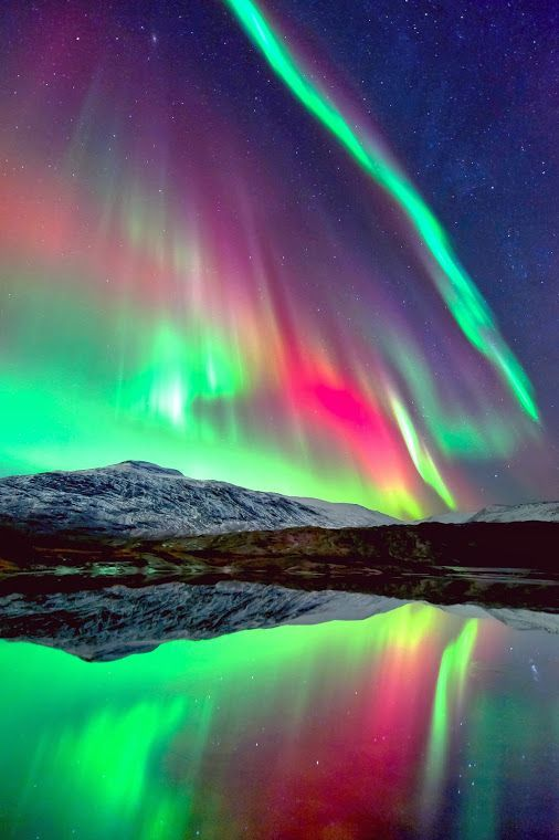 ✯ Aurora Borealis and Milky Way.