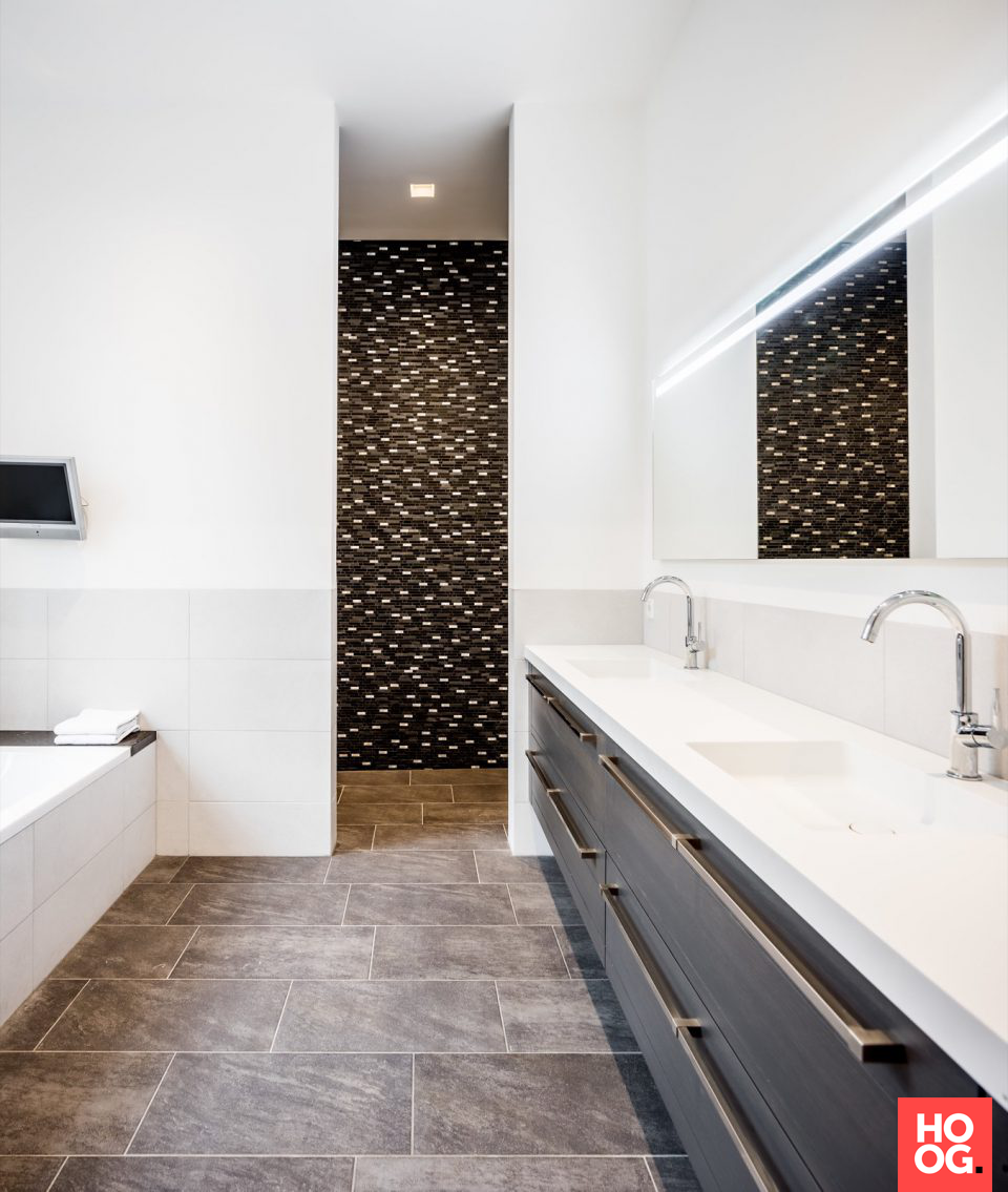 Luxe badkamer met design badkamermeubel | Pastorie - Medie ...