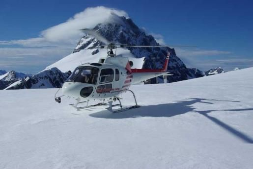 helicopter-on-snow-covered-mountain-top.jpeg (515×345)