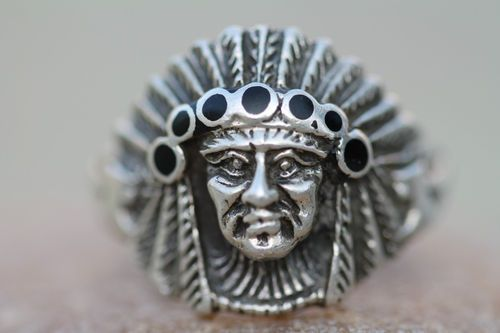 VINTAGE SOUTHWESTERN TRIBAL STERLING SILVER & JET INDIAN CHIEF HEAD RING