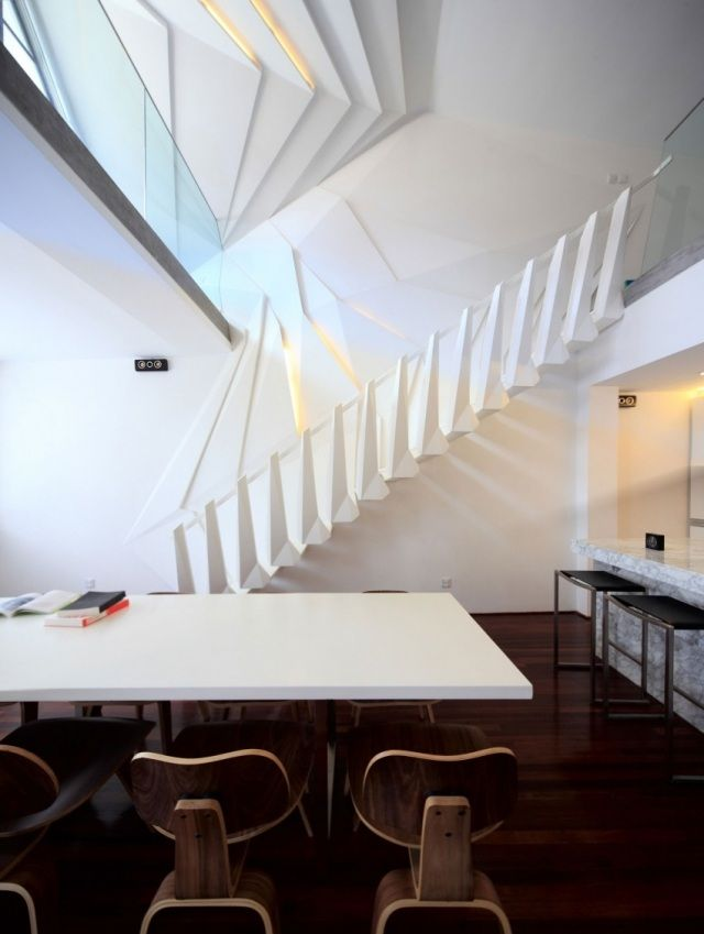 treppendesign als raumskulptur-filigran geschickt positioniert - exklusives treppen design