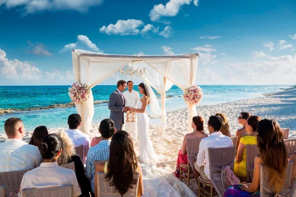 Luxury Beach Wedding Perfect Weddings Abroad Beachwedding Outdoorceremony Guidesforbrides Co Uk