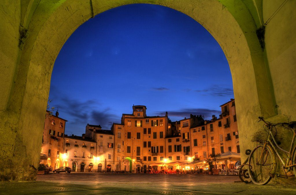 roman amphitheaters | Roman Amphitheater Square in Lucca, Italy