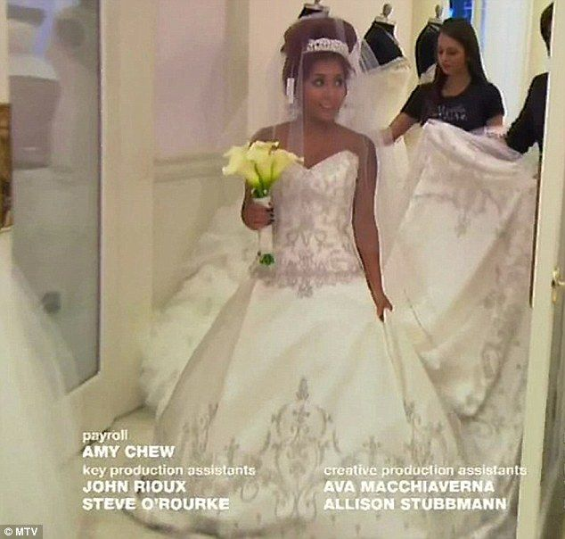 Snooki Finds Her Dream Wedding Dress As She And Jwoww Shop For Gowns Wedding Dresses Cheap Wedding Dress Wedding Dress Reveal