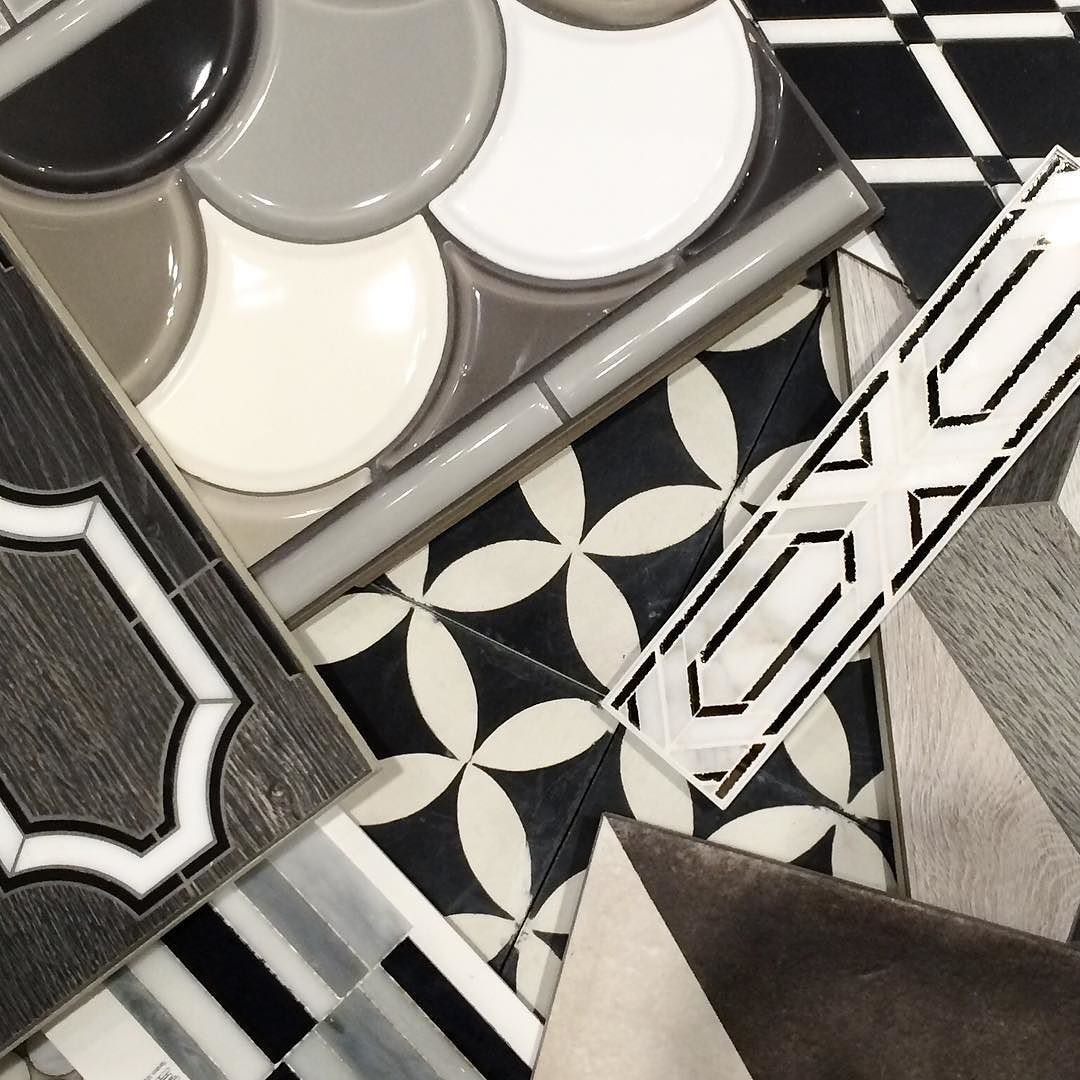 A classic and monochromatic palette for Friday the 13th. #tgif #happyfridaythe13th #blackandwhite #monochrome #monochromatic #tile #ihavethisthingwithfloors #ihavethisthingwithtiles #interiordesign #kitchendesign #bathdesign by stonesourcechattanooga