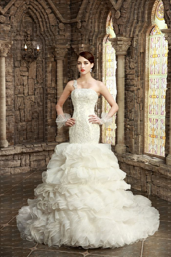 One Shoulder Sleeve Wedding Gown Liques Top With Beading Mermaid Dress Layers Skirt Organza