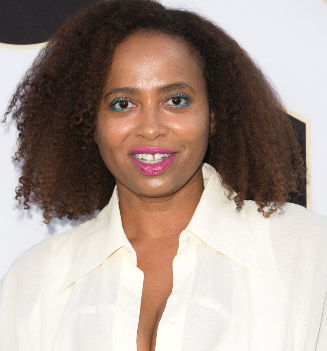 actress lisa nicole carson has just penned a candid essay for actress lisa nicole carson has just penned a candid essay for essence magazine about her struggle bipolar disorder carson was becoming hollyw