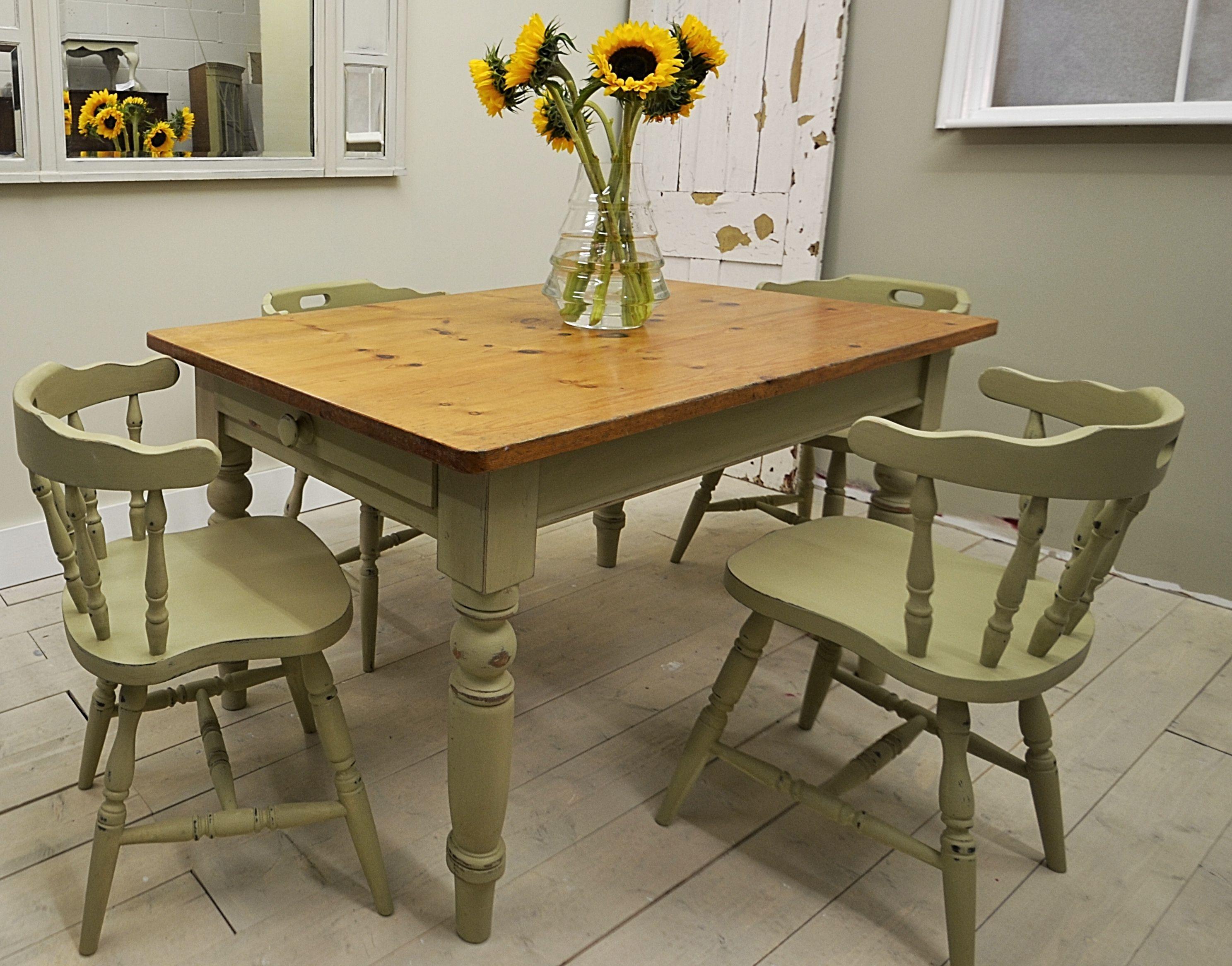Farmhouse Dining Table & Captain's Chairs Shabby chic