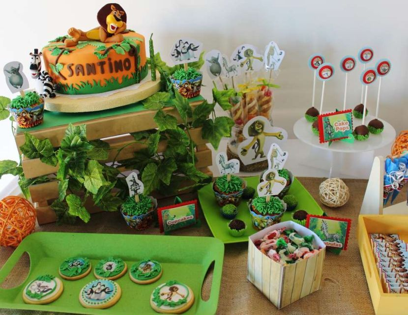 Adorable boy\'s 1st birthday party with Madagascar themed table ...