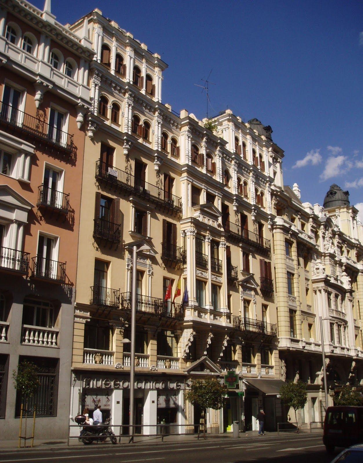 Gran Via 12 Con El Bar Chicote En Sus Bajos Vias Edificios Calles De Madrid