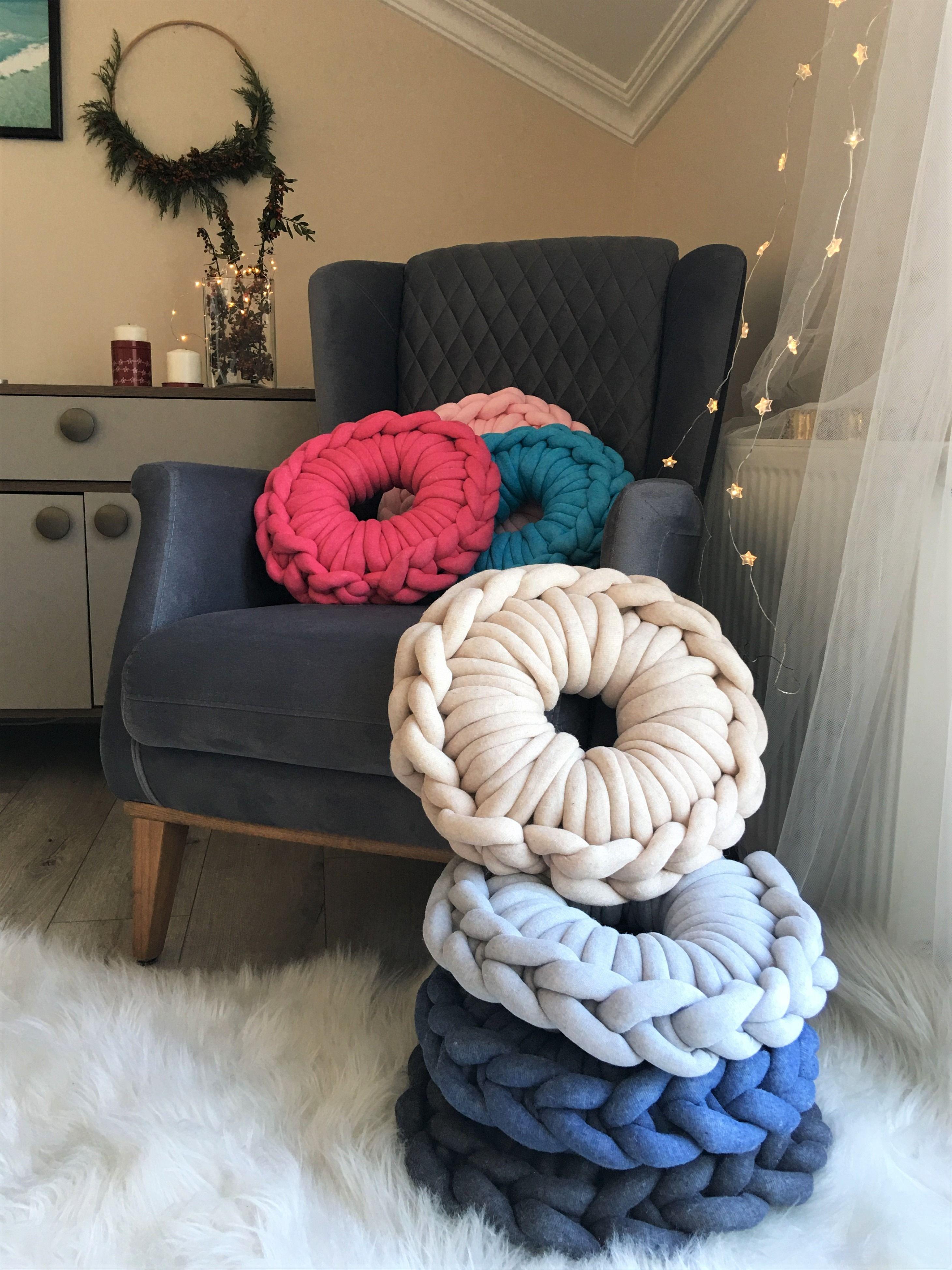 Chunky Cushion Chunky knit blanket diy, Comfy pillows
