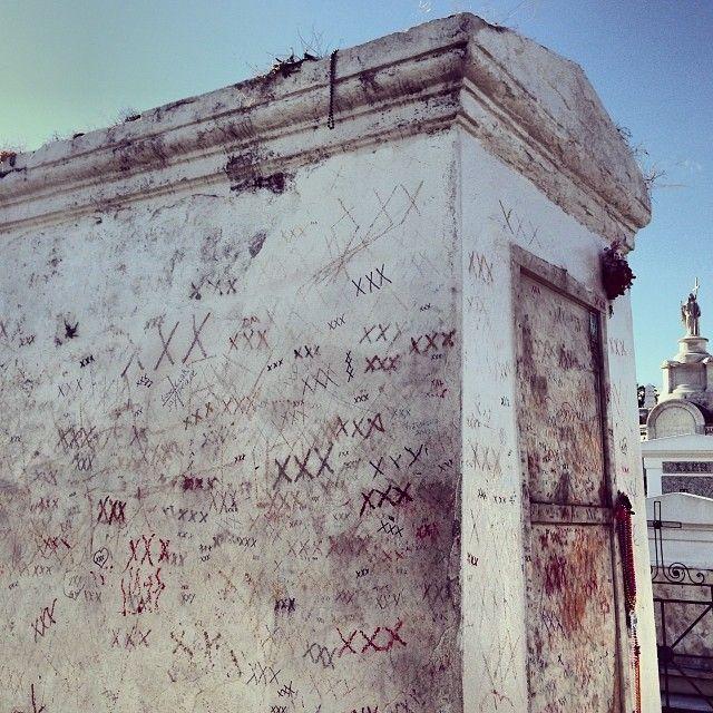 Haunted Abandoned Places In St Louis: Famille De Vve Paris Née Laveau : The Tomb Of Marie Laveau