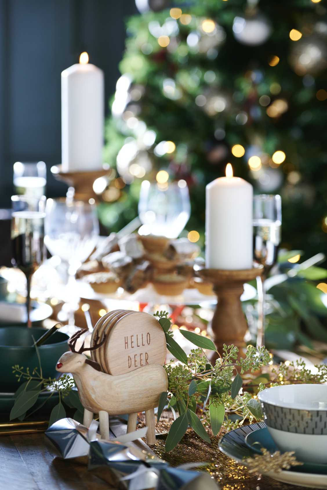Get This Luxe Tableware To Set Up A Classic Dinner Table For Christmas And Host One Of The Christmas Tableware Christmas Table Decorations Christmas Dinnerware