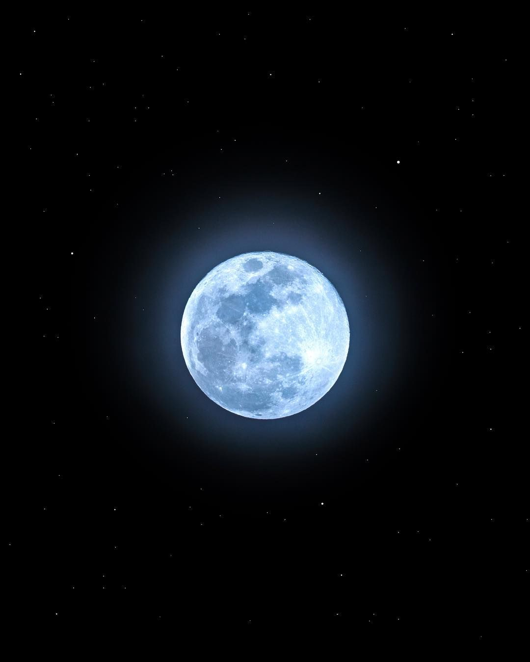 Blue Sky Full Moon But Not Blue Moon >> Did You Catch The Full Blue Moon Saturday Night Despite The Name