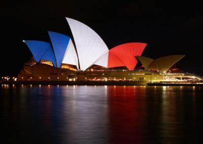 Pedro Aibéo * Las personas que publican sus fotos de perfil en las redes sociales con la bandera francesa como fondo y también los que proyectan sus colores en los edificios de todo el mundo, son ...