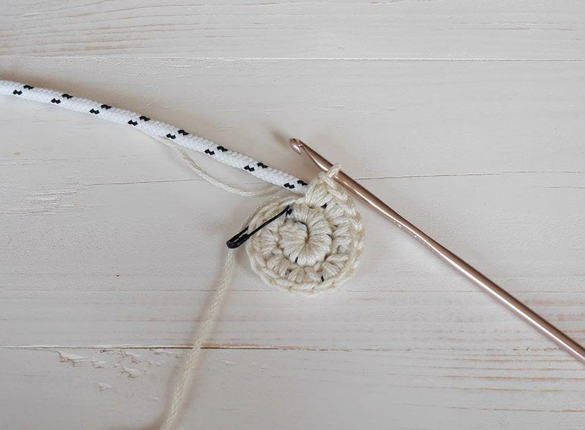 How to make a diy yarn bowl - crochet pattern and tutorial #crochetbowl