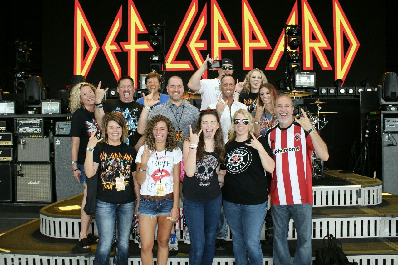 Vip Group Onstage At St Louis Def Leppard Concert 2017 Def