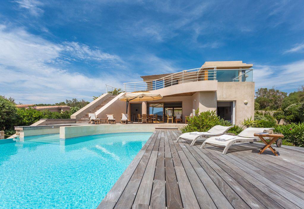The beautiful Villa Delphine in Marine de Davia Corsica Holiday - orientation maison sur terrain