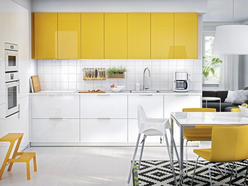 Actualiza tu cocina cocina blanca amarillo y blanco for Sillas cocina amarillas