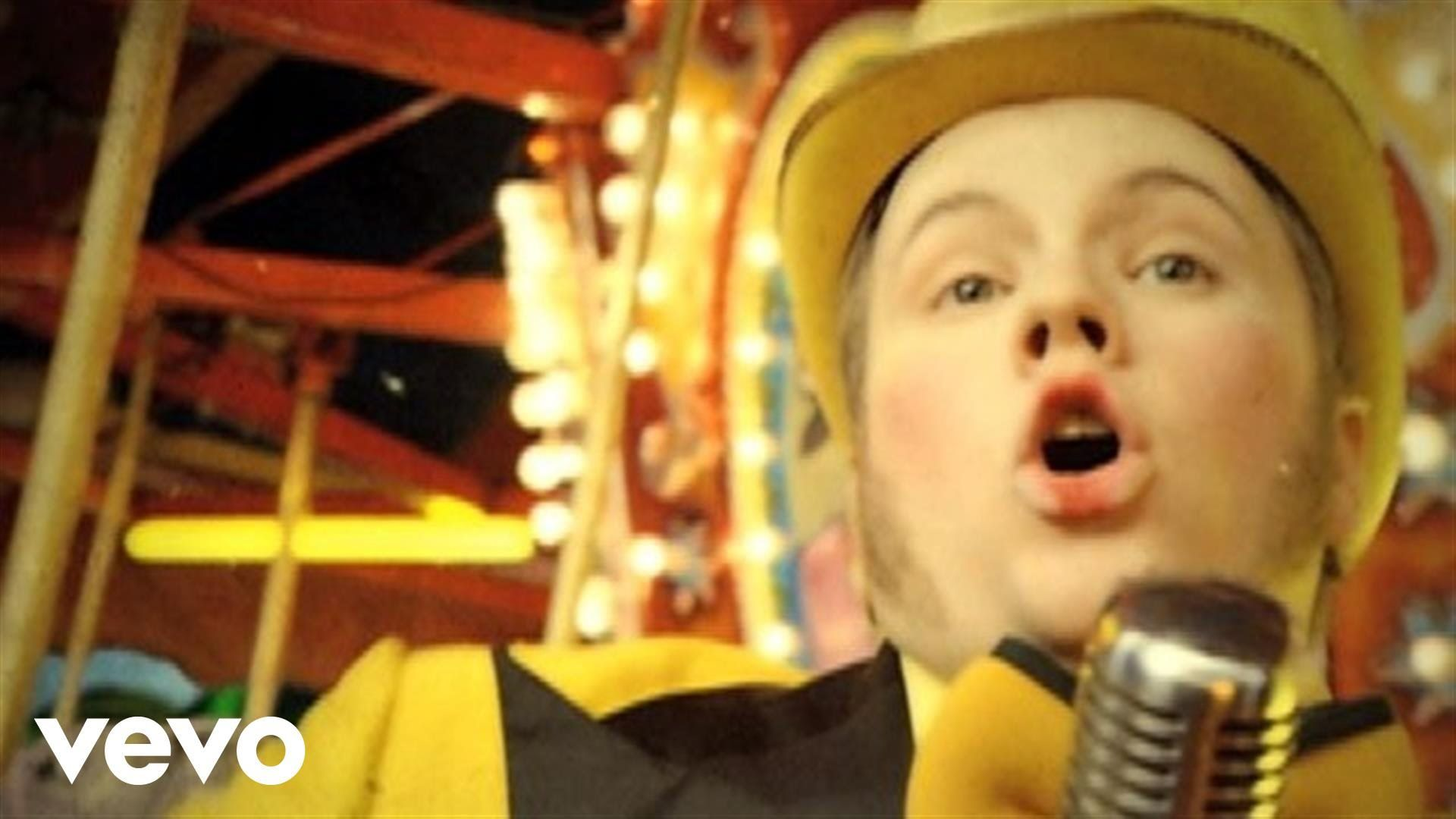 Fall Out Boy - America's Suitehearts - YouTube