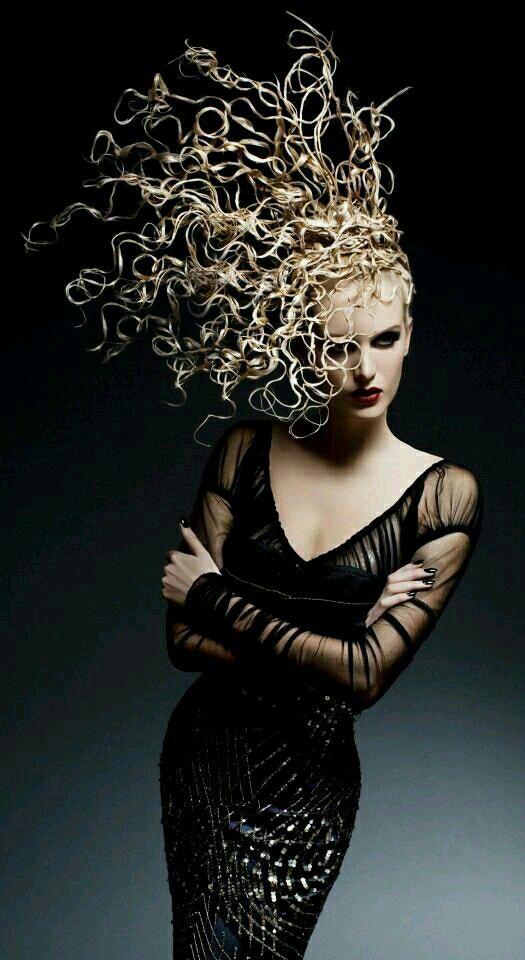Un look impactante con peinados de pasarela Fotos de tutoriales de color de pelo - Pin de Wayne Wang en ROVIESPINE♡ | Peinados de pasarela ...