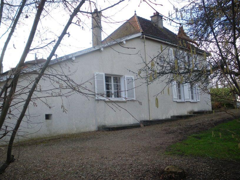 Dieses charmante Landhaus liegt wenige Minuten von Marcigny, ruhig