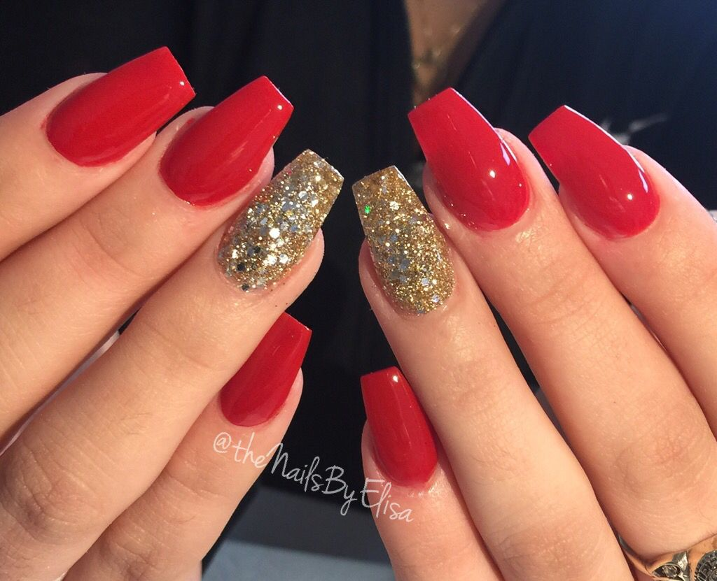 Red And Gold Acrylic Nails Untouched Nofillter Redandgoldnails Gold Acrylic Nails Gold Nail Designs Gold Glitter Nails