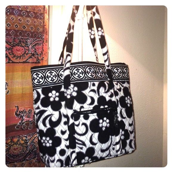 099d9d35a752 Black and White Vera Bradley Tote Beautifully clean