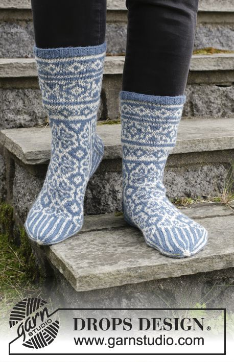 Frost Fighters / DROPS Extra 0-1414 - Knitted socks with multi ...