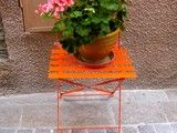 brite table with plant pot