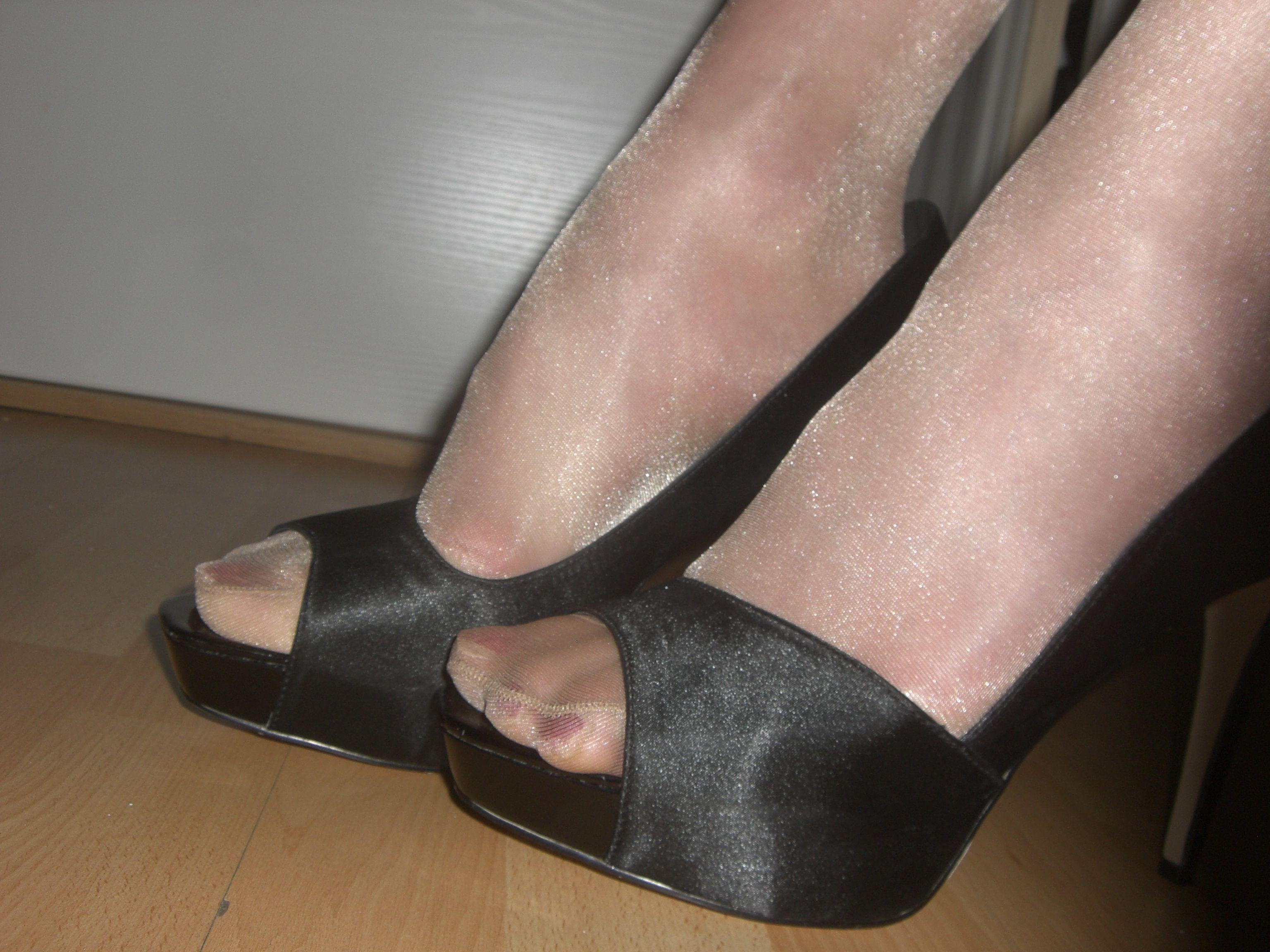 Pantyhose and high heel pics — img 6