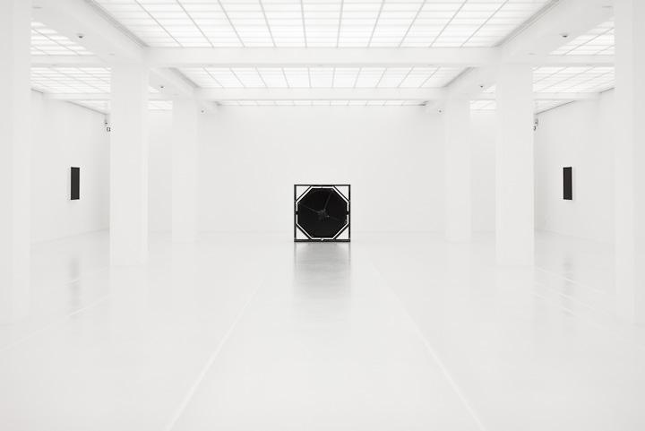 White Room - at Hamburger Bahnhof, Berlin, exhibition by Ryoji Ikeda#bahnhof #berlin #exhibition #hamburger #ikeda #room #ryoji #white