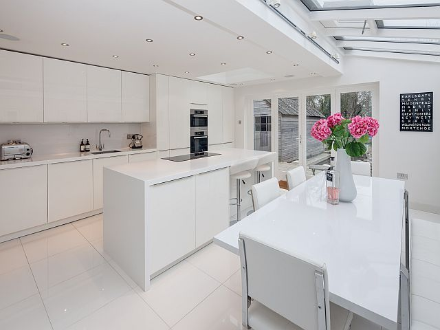 a matching table bench and chair set supplied by zona blends perfectly into the design white gloss kitchen - White Gloss Kitchen Table