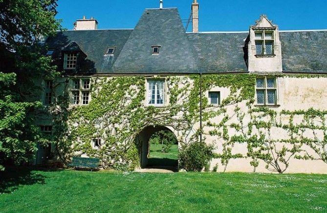 Private Pool and Tennis Court Villa in Loire - Templier