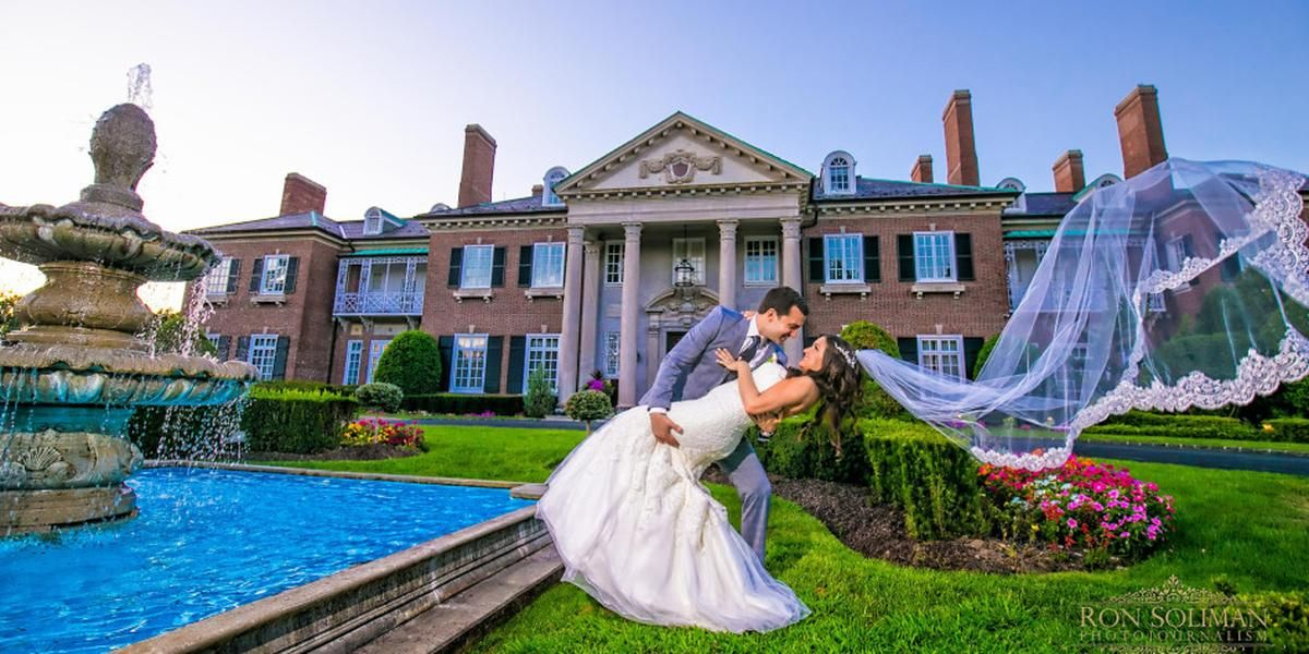 Glen Cove Mansion Weddings Price Out And Compare Wedding Costs For Wedding Wedding Venues Long Island New York Wedding Venues Backyard Wedding