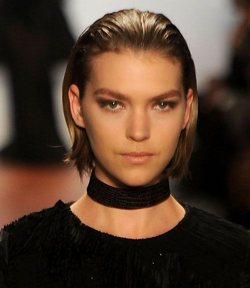 Runway Hair & Beauty Trends to Try This Fall in 2020 | Slicked back hair girl, Sleek back hair ...