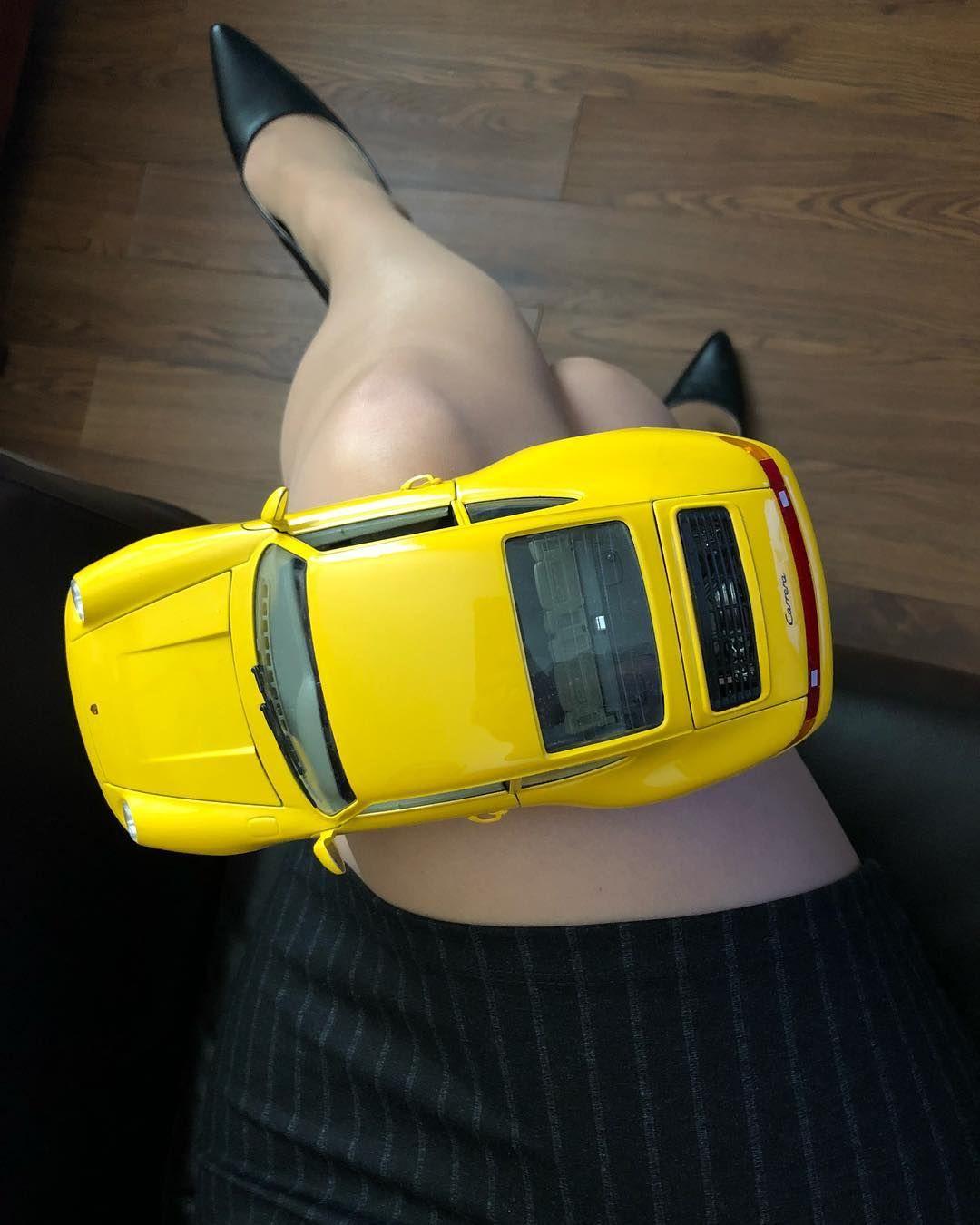Beautiful yellow 1/18 scale Porsche Carrera 911, made in Italy by Bburago (1993). #awsome #yellow #diecast #porsche #911 #carrera #bburago #italy #sexy #car #legs #heels #nylon #stockings #feet #fast #diecastcars #diecastindonesia #hotwheels #rubber #tires #wheels #toyphotography #collection #hobby #toycommunity #sutomotive #porsche911 #collector @bburago_collezione @porsche