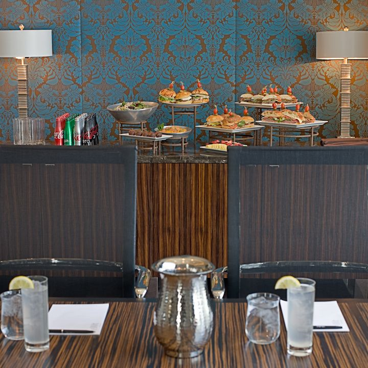 Lincoln Boardroom private lunch meeting Chicago hotels