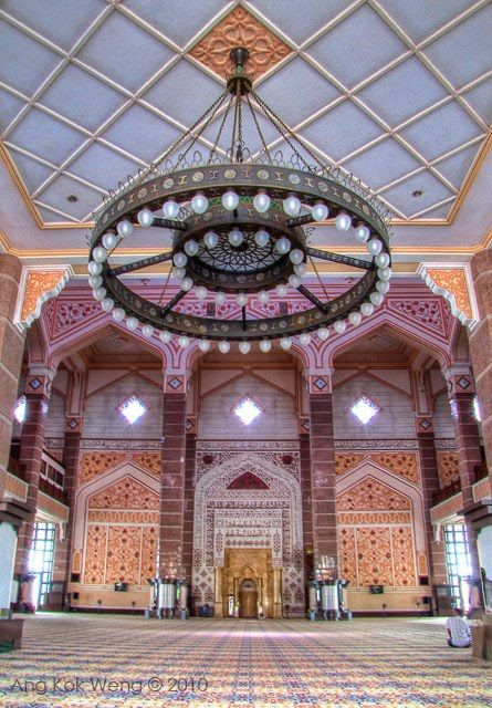 Interior Of The Masjid Putra Putra Mosque Located In Putrajaya Selangor Malaysia Beautiful Mosques Islamic Architecture Mosque Design