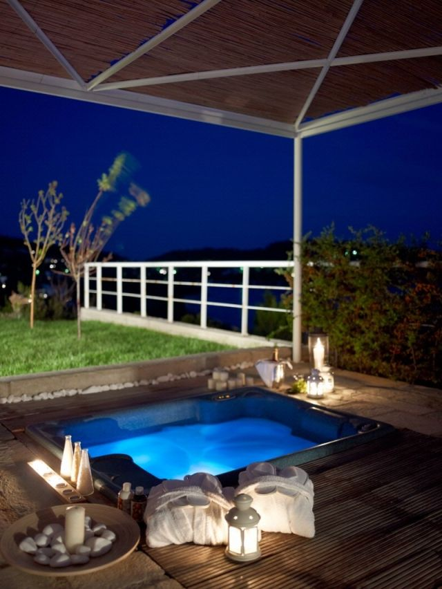 einbau jacuzzi outdoor wohndesign ideen. Black Bedroom Furniture Sets. Home Design Ideas