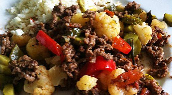 Opskrift på Dukan Oksekød med Grøntsager og Blomkålsris