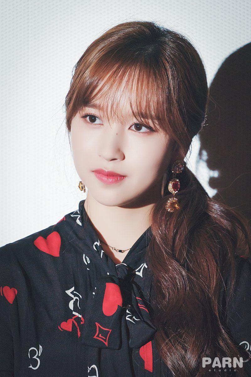 Nayeon Bias Wrecker Kpop Girls Korean Girl Groups Mina