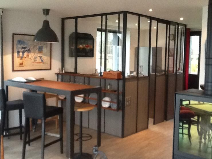 Cuisine verriere avec passe plat ouvrant table bistro ss for Amenagement cuisine industrielle