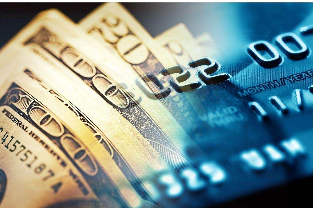 Deciding between an online cash advance and a credit card
