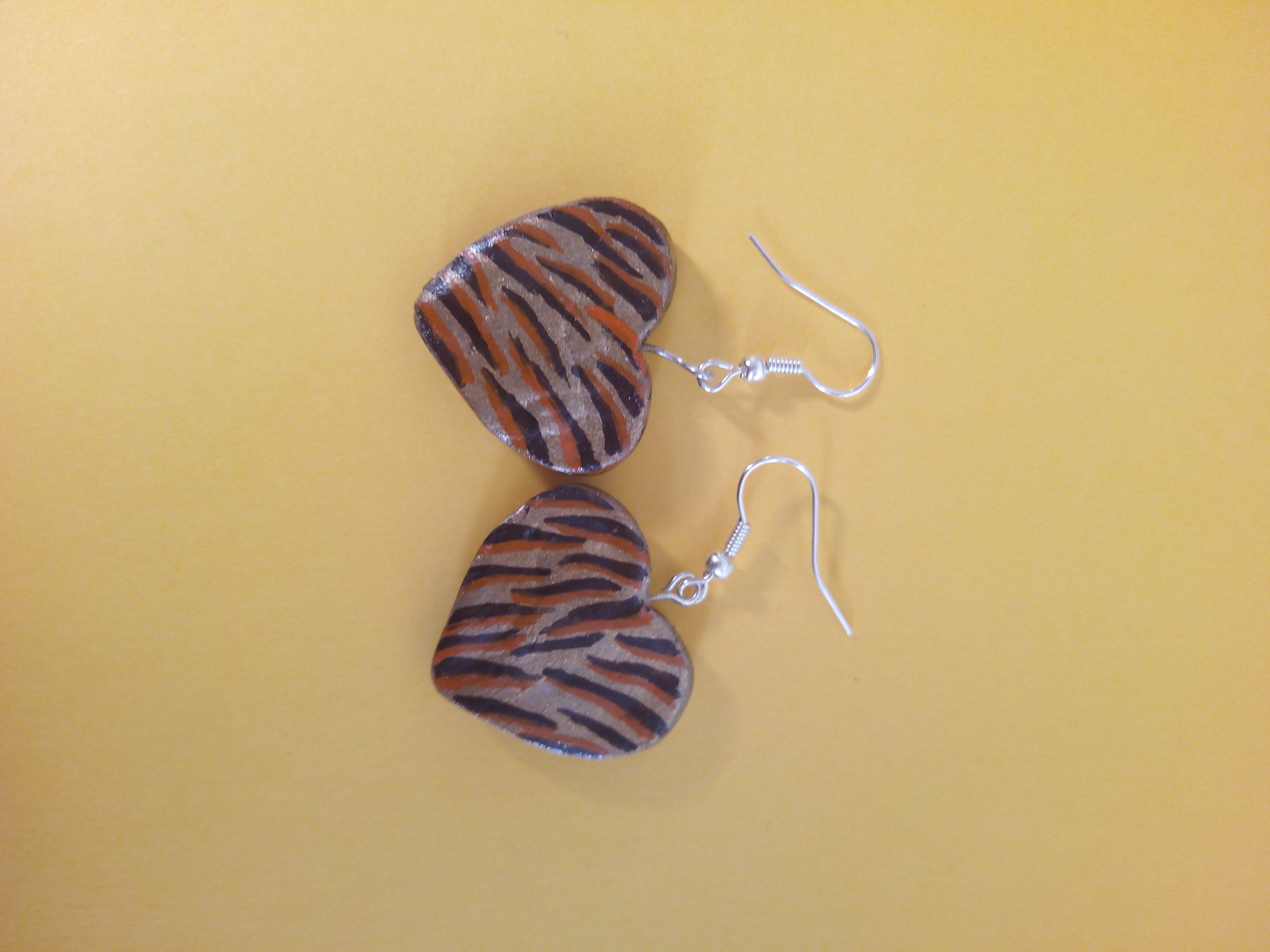Aretes Corazón animal print, porcelana fría