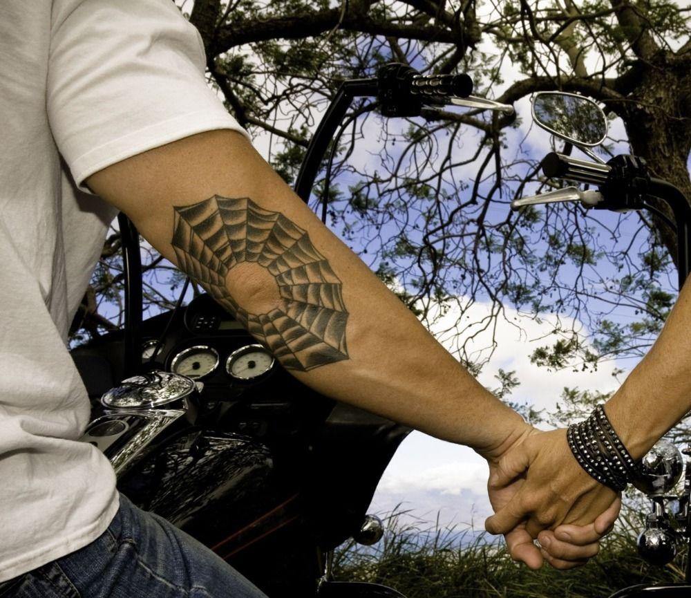 Kleine Tattoos für Männer - Stilvolle dezente Motive für